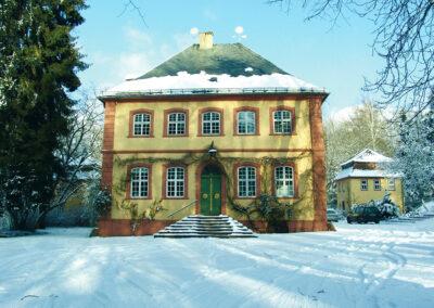 HAGA Fassade Villa mit Schnee